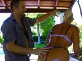 Vidéo porno mobile : Elle se fait huiler le cul par Dick Tomass